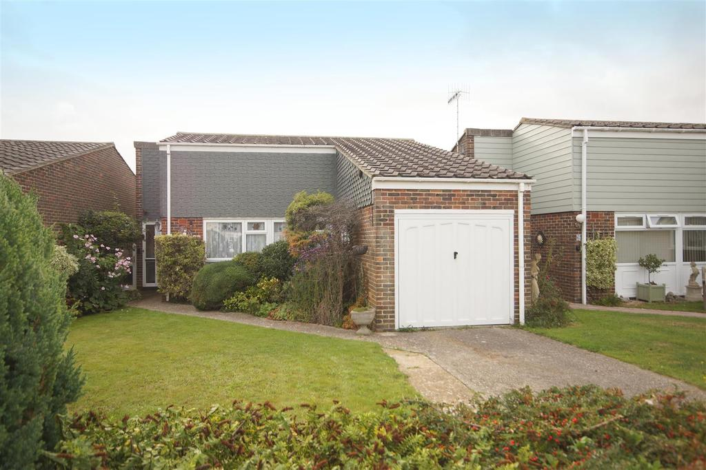 2 Bedrooms Detached Bungalow for sale in Durham Close, Pagham