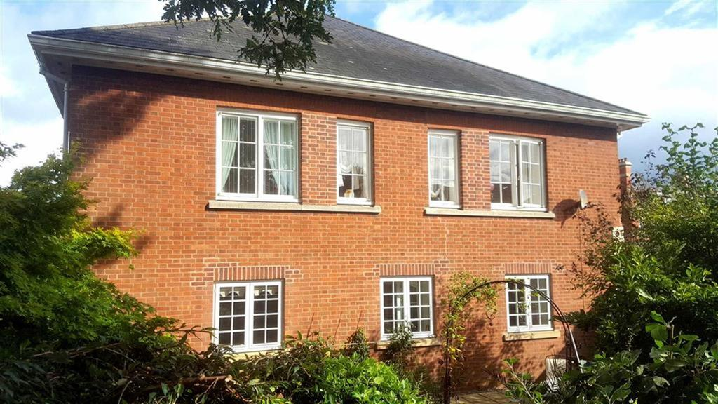 3 Bedrooms Terraced House for sale in Beresford Gardens, Oswestry, SY11