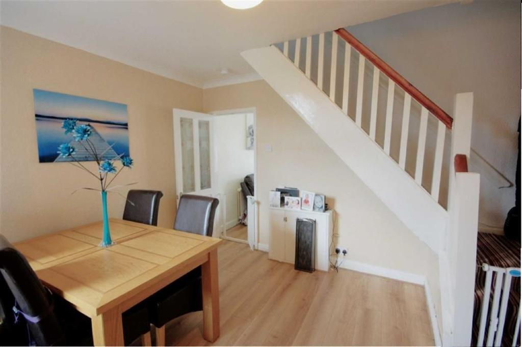 2 Bedrooms Terraced House for sale in Roland Avenue, Haresfinch, St Helens, WA11
