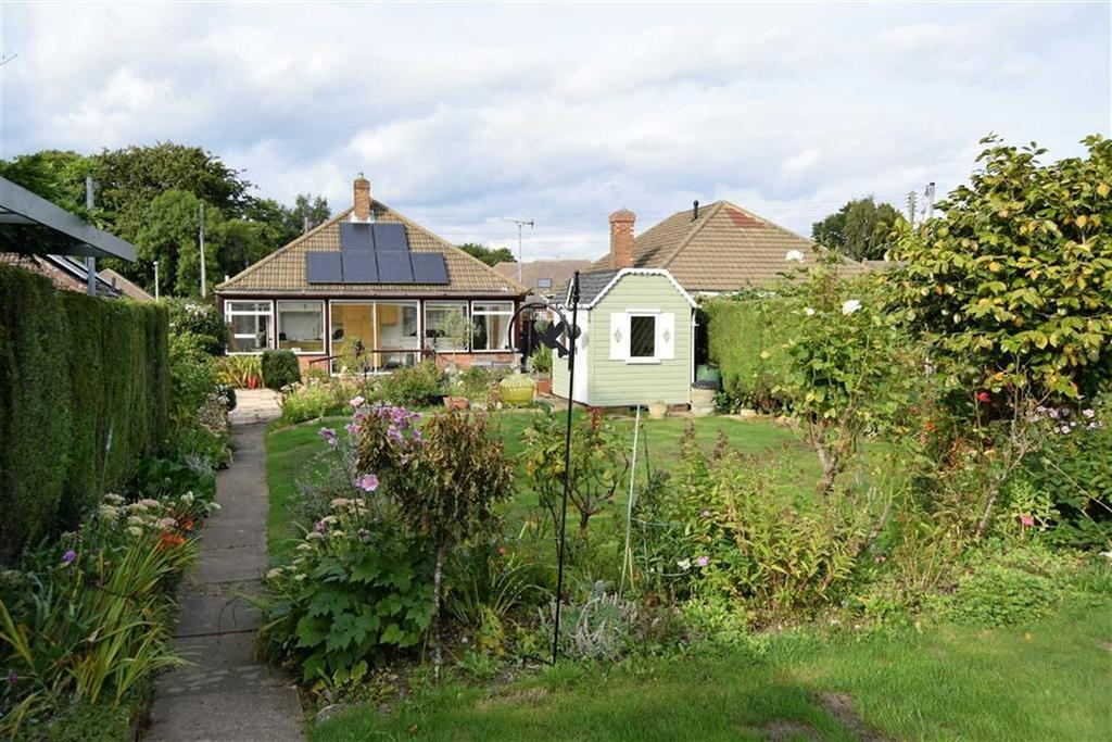 2 Bedrooms Detached Bungalow for sale in Grain Road, Rainham, Kent, ME8