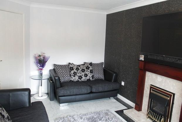 3 Bedrooms Semi Detached House for sale in Hornbeam Close, Oadby, Leicester, LE2