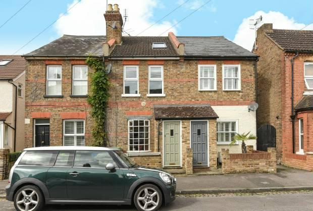 3 Bedrooms Terraced House for sale in Bourne Avenue, Windsor