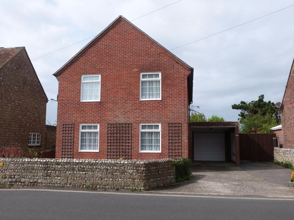 4 Bedrooms Detached House for sale in Albion Road, Selsey