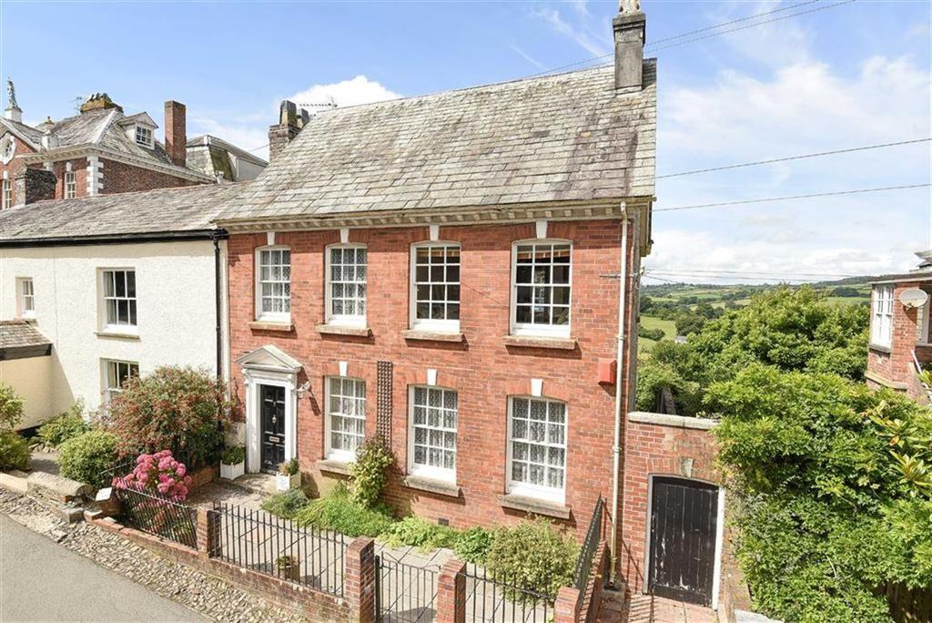 3 Bedrooms Semi Detached House for sale in Castle Street, Launceston, Cornwall, PL15