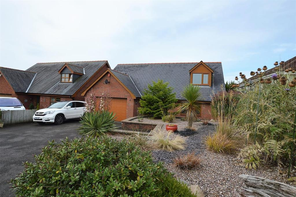4 Bedrooms Detached Bungalow for sale in Pen-Y-Mynydd, Llanelli