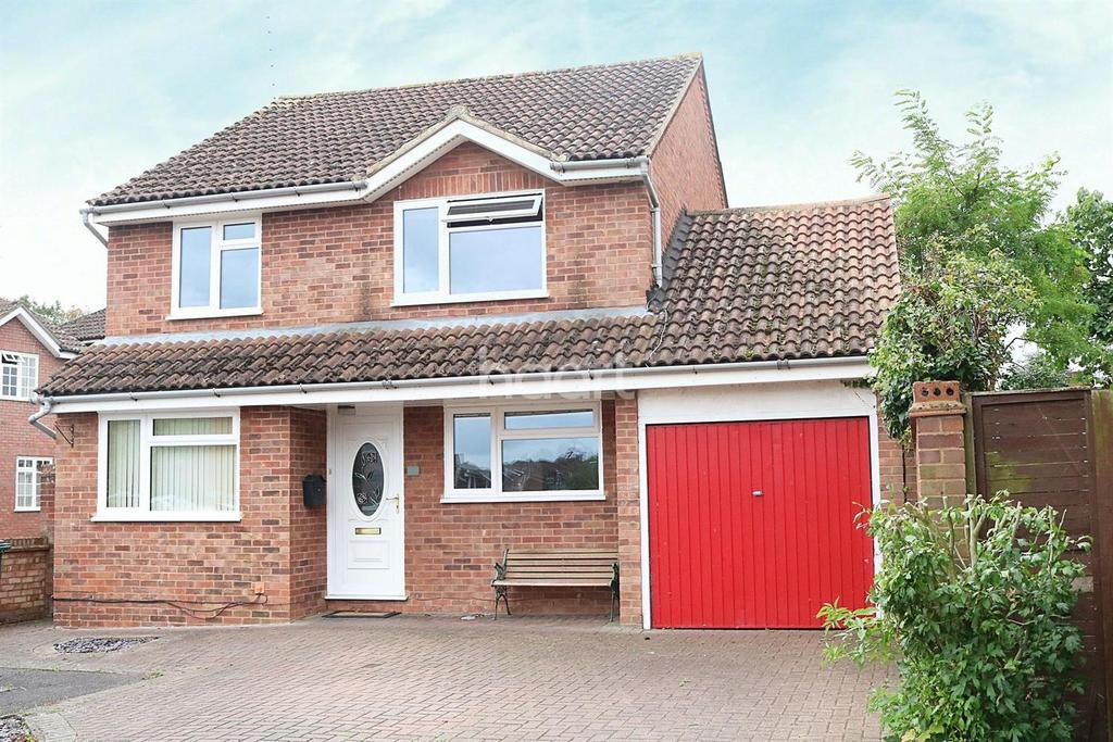 4 Bedrooms Detached House for sale in Saxon Way, Old Windsor