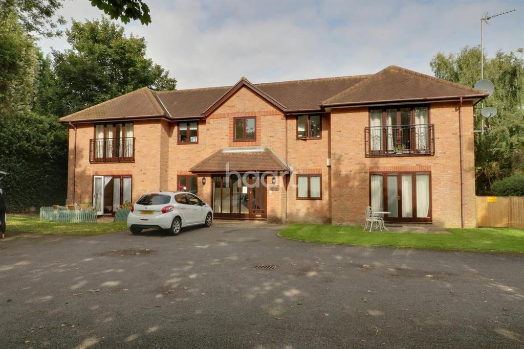 1 Bedroom Flat for sale in Holyport