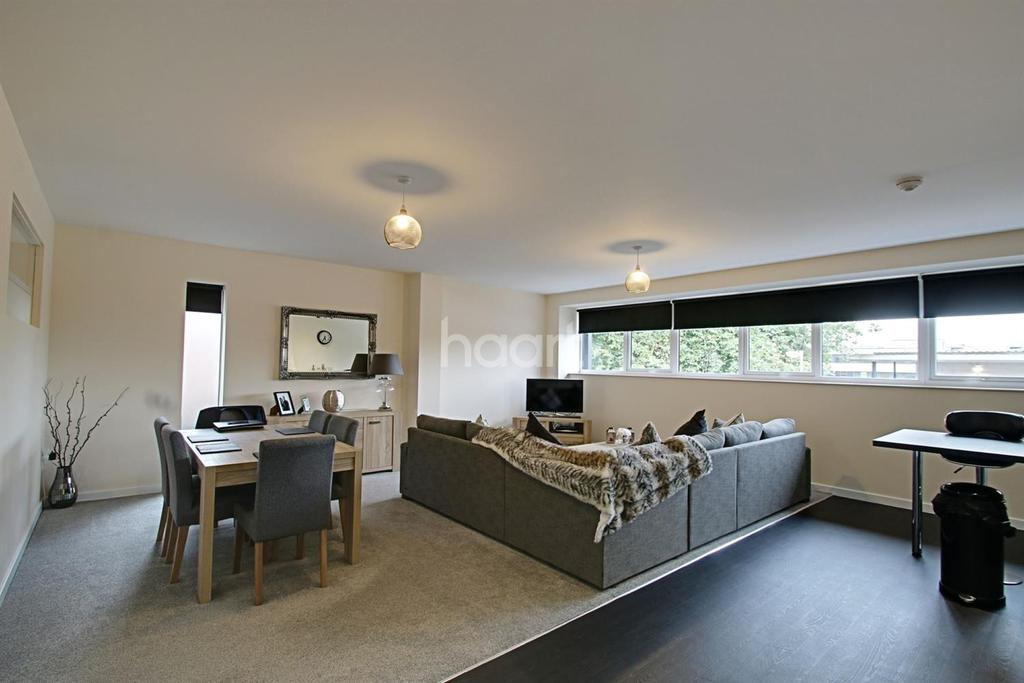 2 Bedrooms Flat for sale in St Edmund House, Rope Walk