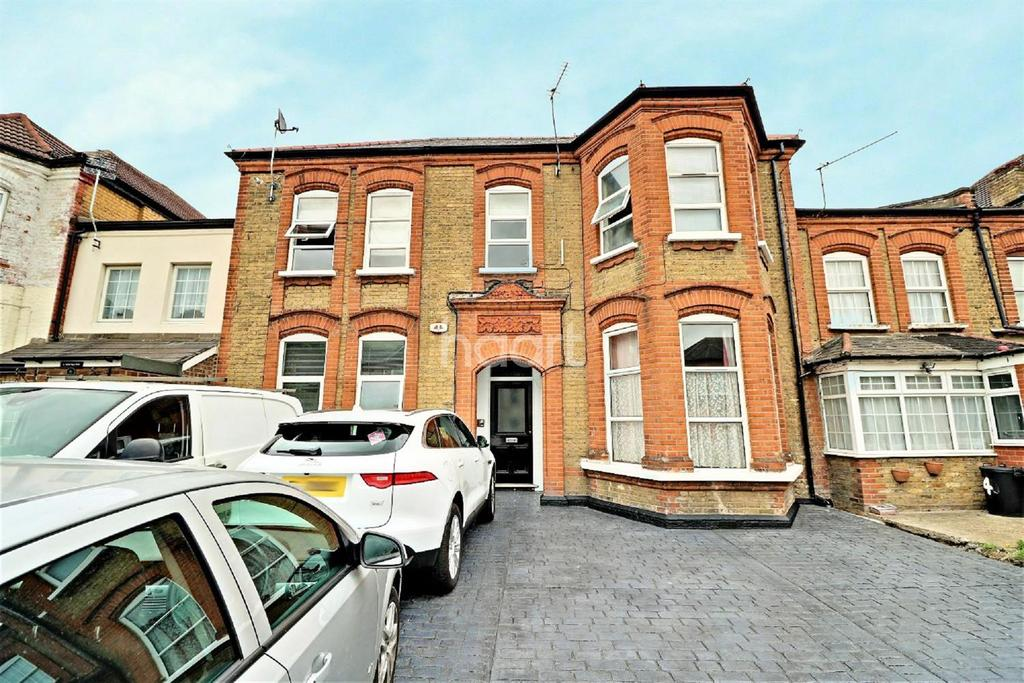 1 Bedroom Flat for sale in Mansfield Road, Ilford, Essex