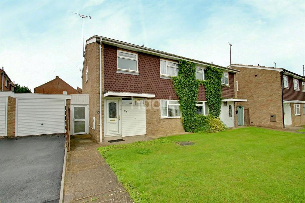 3 Bedrooms Semi Detached House for sale in Elizabeth Way, Higham Ferrers