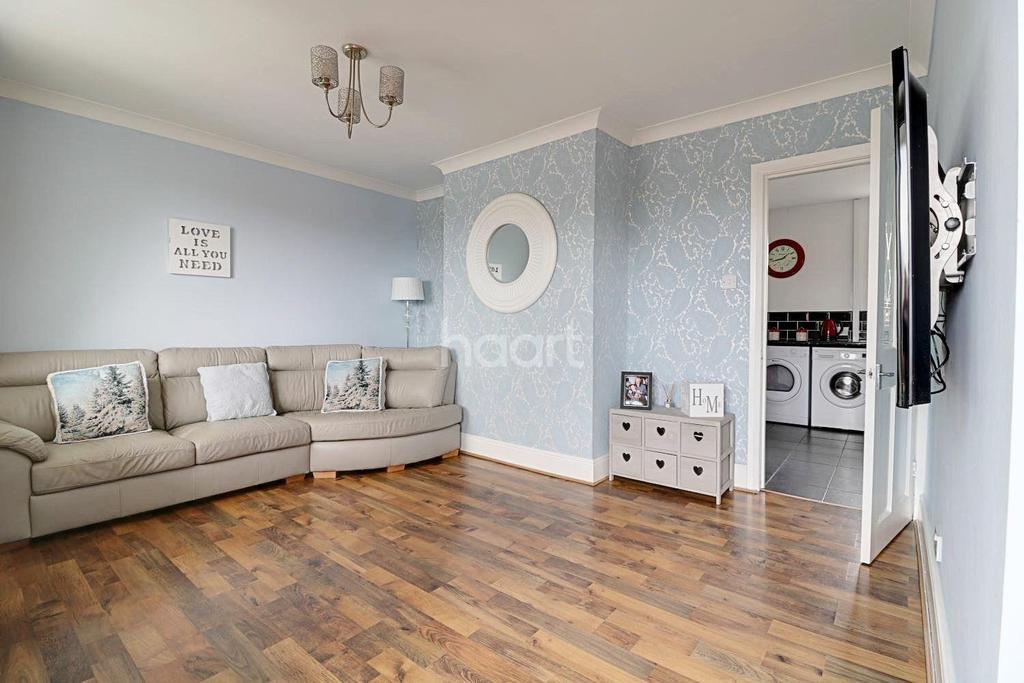 3 Bedrooms Semi Detached House for sale in Bernard Road. Edlington, Doncaster