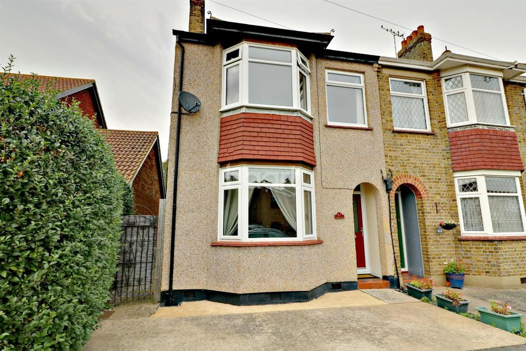3 Bedrooms Semi Detached House for sale in Seaview Drive, Great Wakering