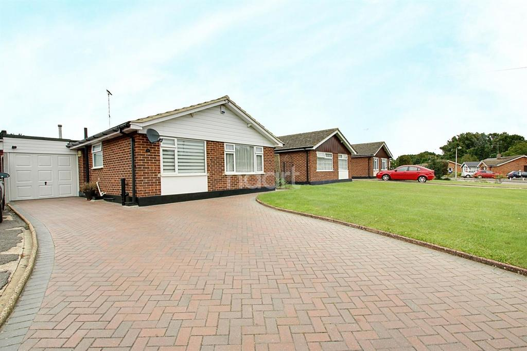 3 Bedrooms Bungalow for sale in Gimson Close, Witham, CM8