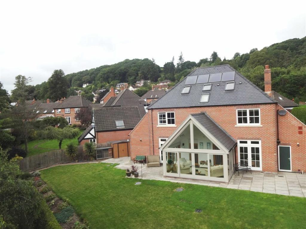 5 Bedrooms Detached House for sale in 6, Dolerw Park Drive, Milford Road, Newtown, Powys, SY16