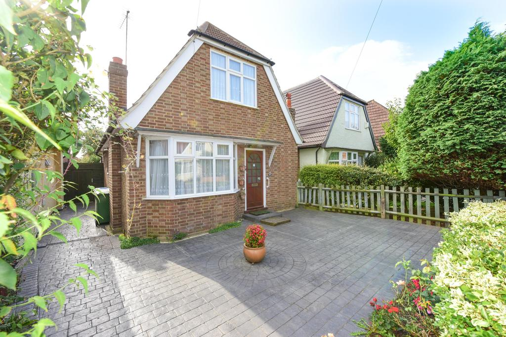 2 Bedrooms Chalet House for sale in Cottimore Crescent, WALTON ON THAMES KT12