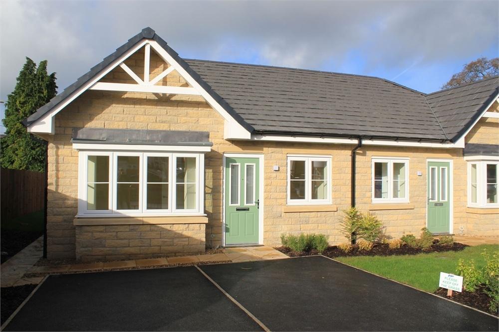 2 Bedrooms Semi Detached Bungalow for sale in Littlemoor, Clitheroe, Lancashire