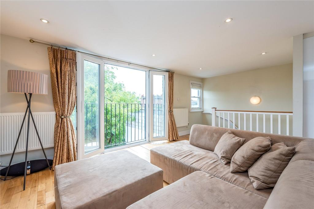 2 Bedrooms Flat for sale in Moresby Road, Clapton, London, E5