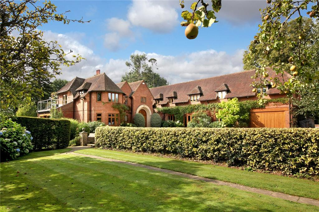 6 Bedrooms Detached House for sale in Mirrie Lane, Higher Denham, Middlesex, UB9