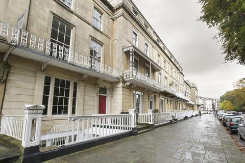 2 bedroom flat to rent - Lansdown Place, Clifton