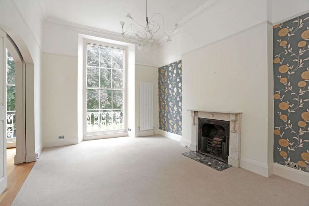 2 Bedrooms Flat for rent in Lansdown Place, Clifton