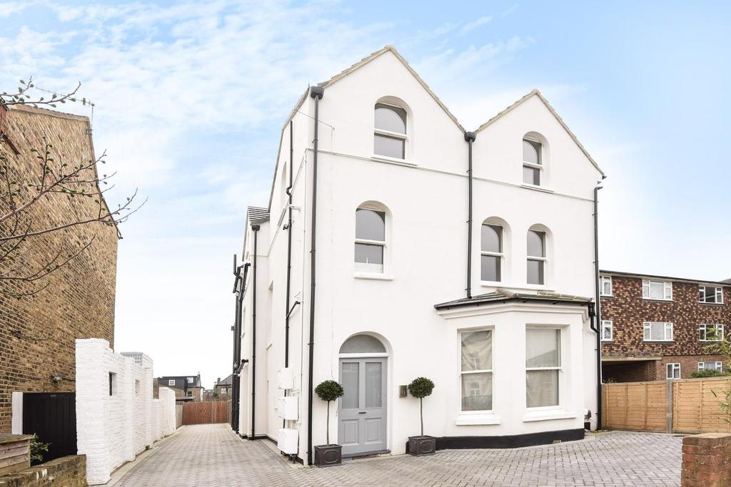 3 Bedrooms Flat for sale in Lime Grove, New Malden