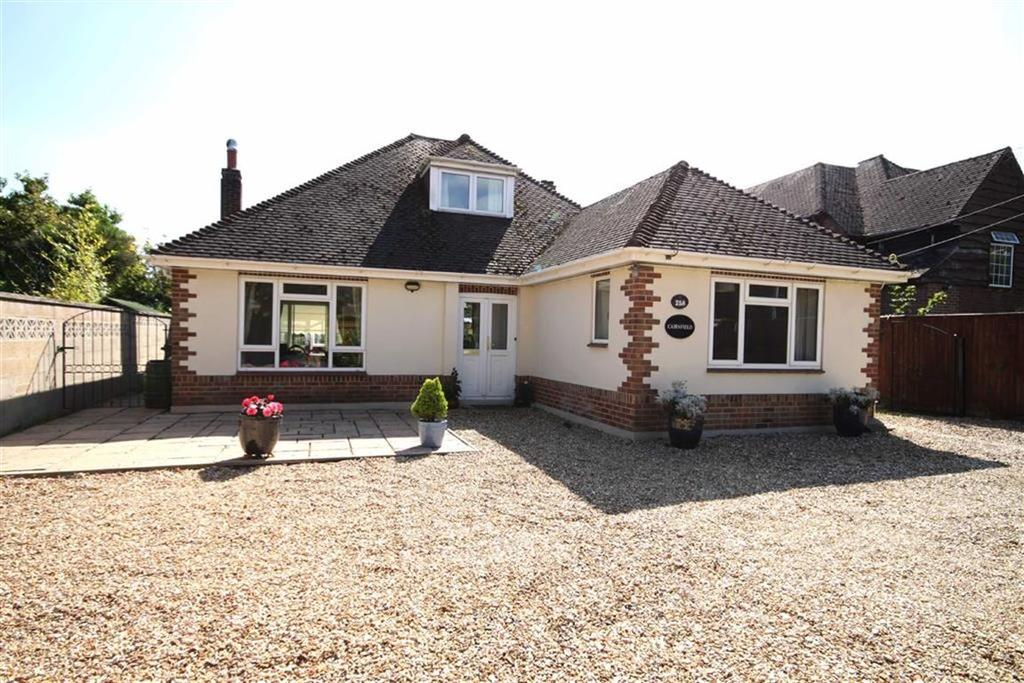 3 Bedrooms Detached Bungalow for sale in Christchurch Road, West Parley