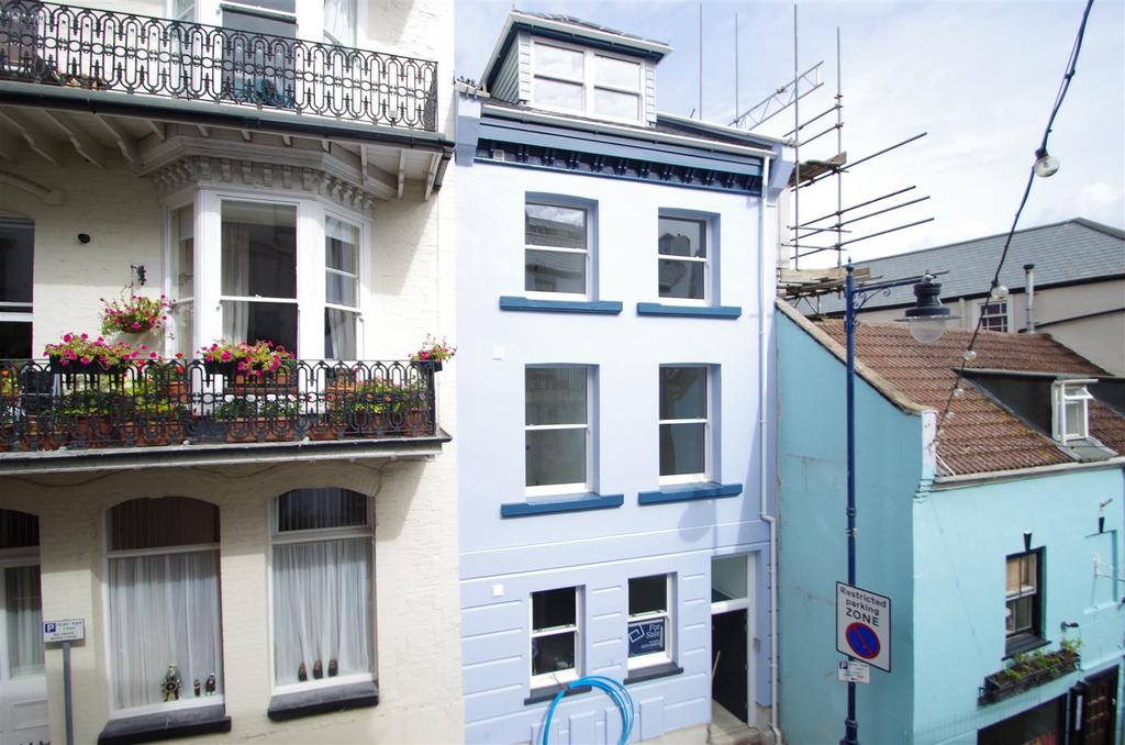 2 Bedrooms Flat for sale in Fore Street, Ilfracombe