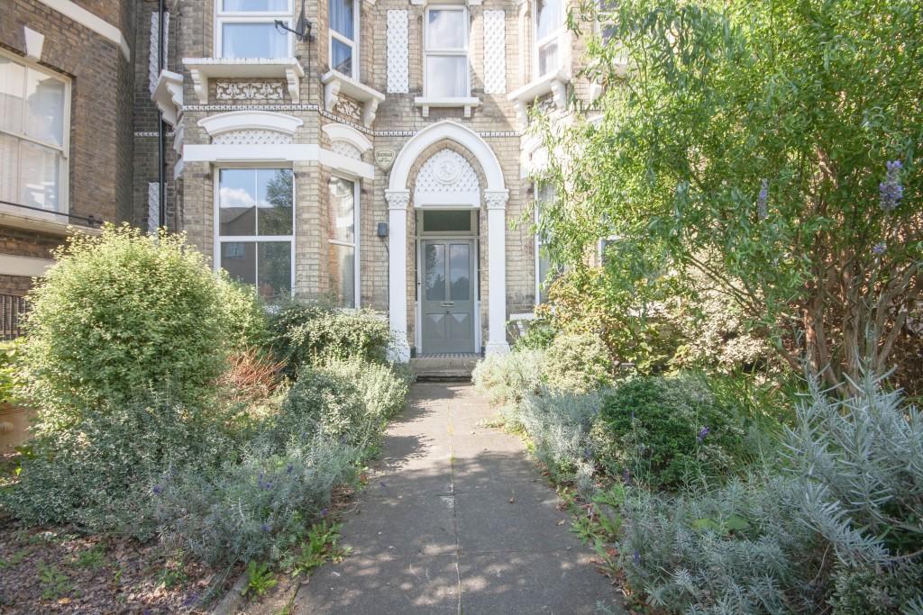 4 Bedrooms Maisonette Flat for sale in St. James's Drive, London, SW17