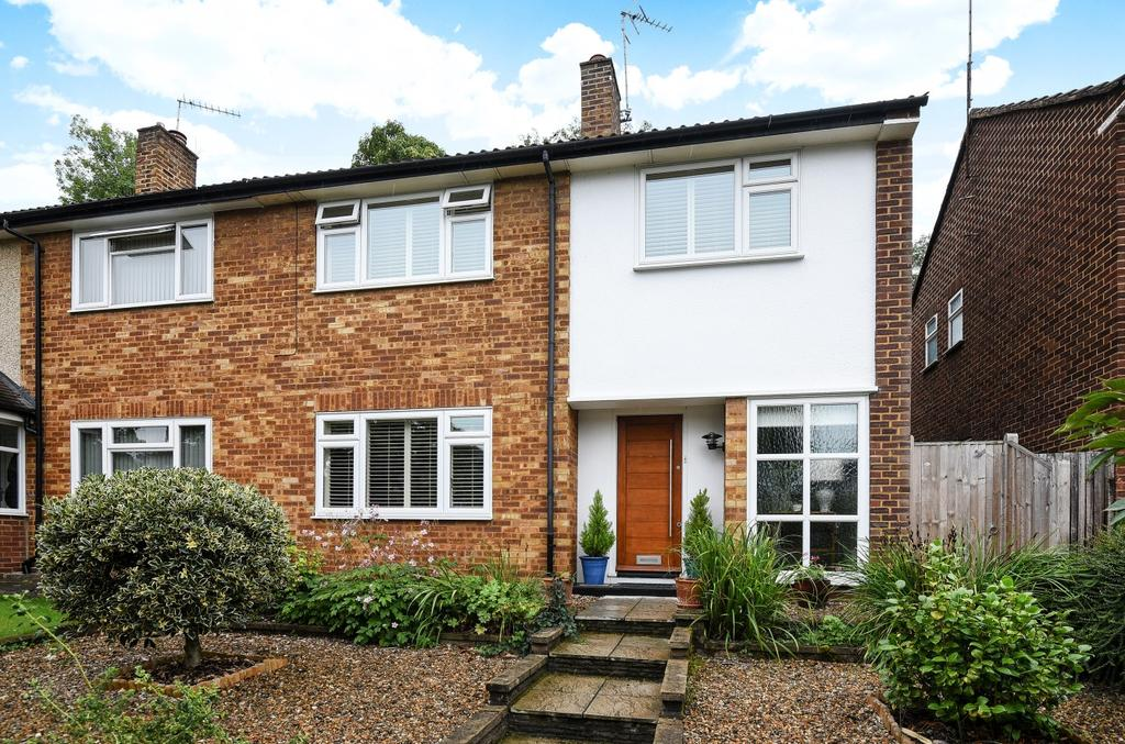 3 Bedrooms Semi Detached House for sale in Ravensbourne Avenue Bromley BR2