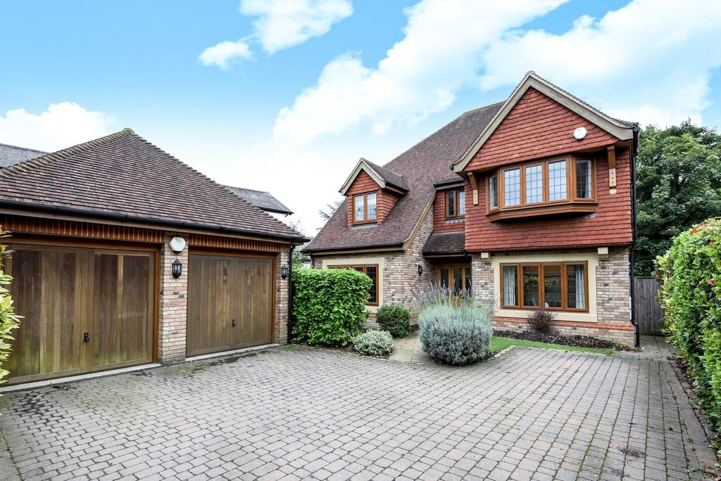 4 Bedrooms Detached House for sale in Cavendish Place Bromley BR1