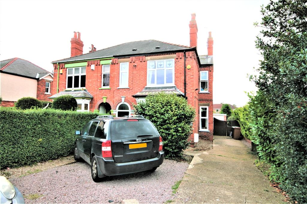 3 Bedrooms Semi Detached House for sale in Newark Road, Lincoln, LN6