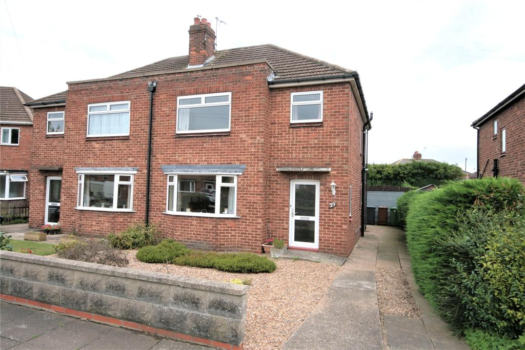 3 Bedrooms Semi Detached House for sale in Buttery Close, Lincoln, LN6