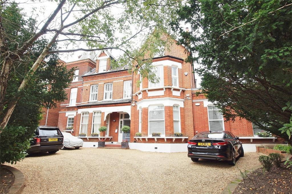 3 Bedrooms Flat for sale in Wickham Road, Beckenham, Kent