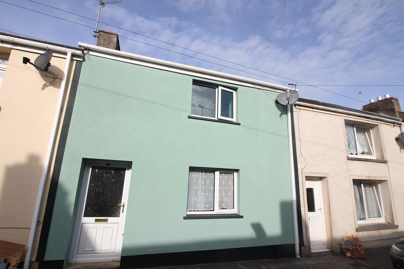 2 Bedrooms Terraced House for sale in Clarence Street, Pembroke Dock, Pembrokeshire. SA72 6JP