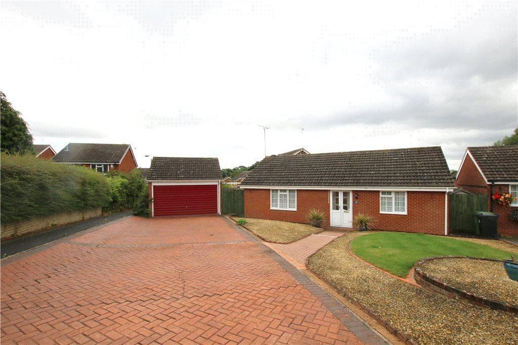 2 Bedrooms Detached Bungalow for sale in Radway Close, Church Hill North, Redditch, Worcestershire, B98