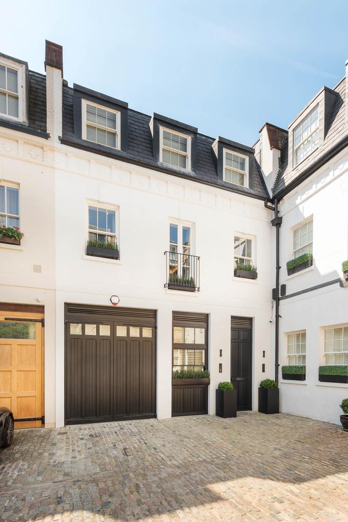 4 Bedrooms Mews House for sale in GROSVENOR CRESCENT MEWS, BELGRAVIA / KNIGHTSBRIDGE, LONDON SW1X