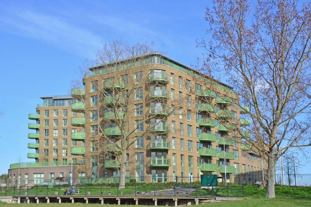 2 Bedrooms Flat for sale in Grayston House, 1 Ottley Drive, Kidbrooke, London, SE3