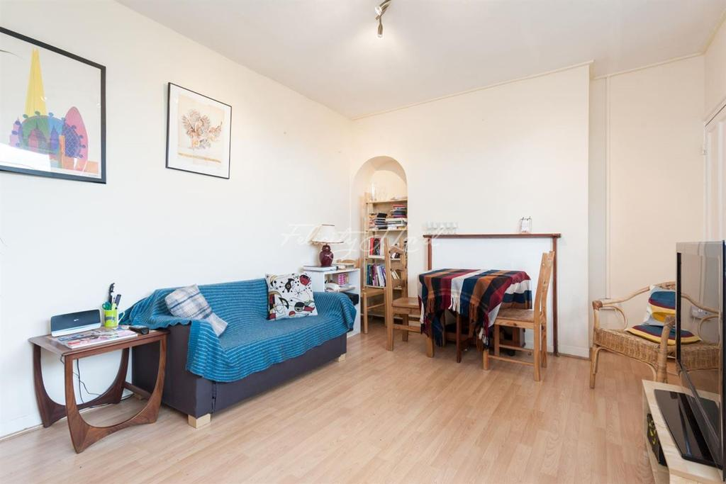 3 Bedrooms Flat for sale in Bradstock House, Harrowgate Road, Hackney, E9