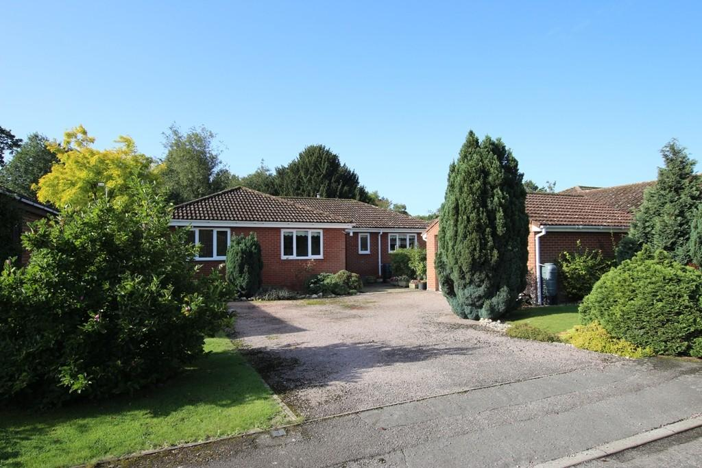 4 Bedrooms Detached Bungalow for sale in Houghton Gardens, Ely