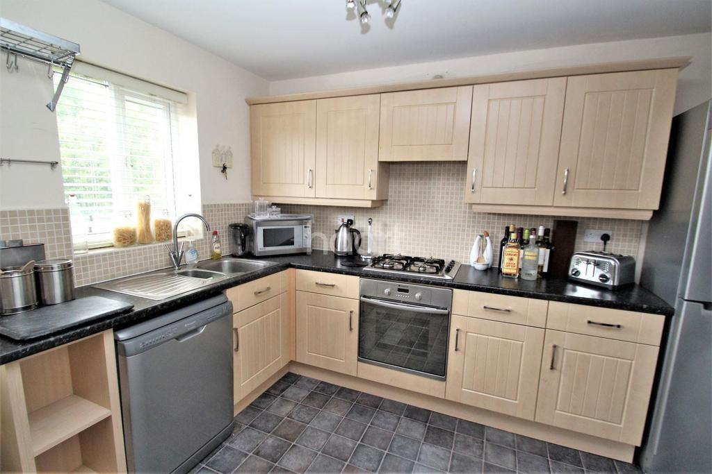 3 Bedrooms Semi Detached House for sale in Walstow Crescent, Armthorpe, Doncaster