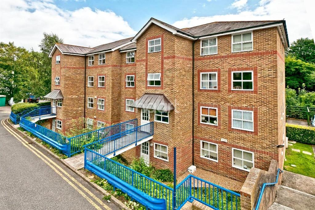 2 Bedrooms Flat for sale in River Bank Close, Maidstone, ME15