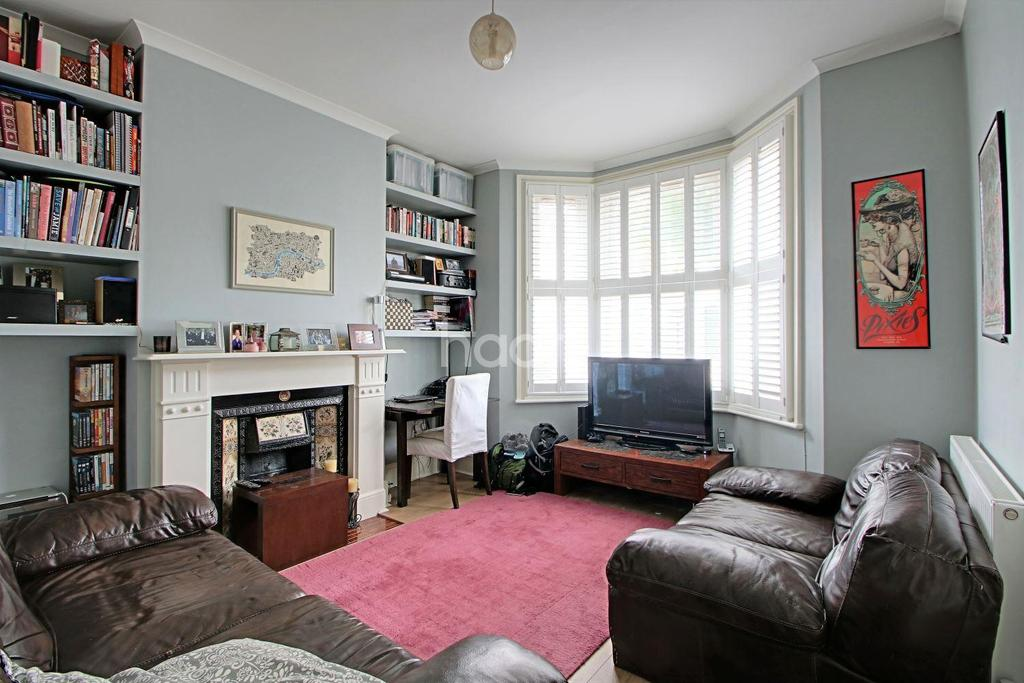 2 Bedrooms Flat for sale in Bolton Road, Stratford, London, E15