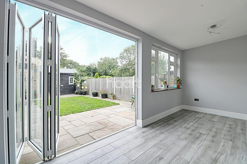 3 Bedrooms Terraced House for sale in Fairlight Villas, Havering-atte-Bower, Romford