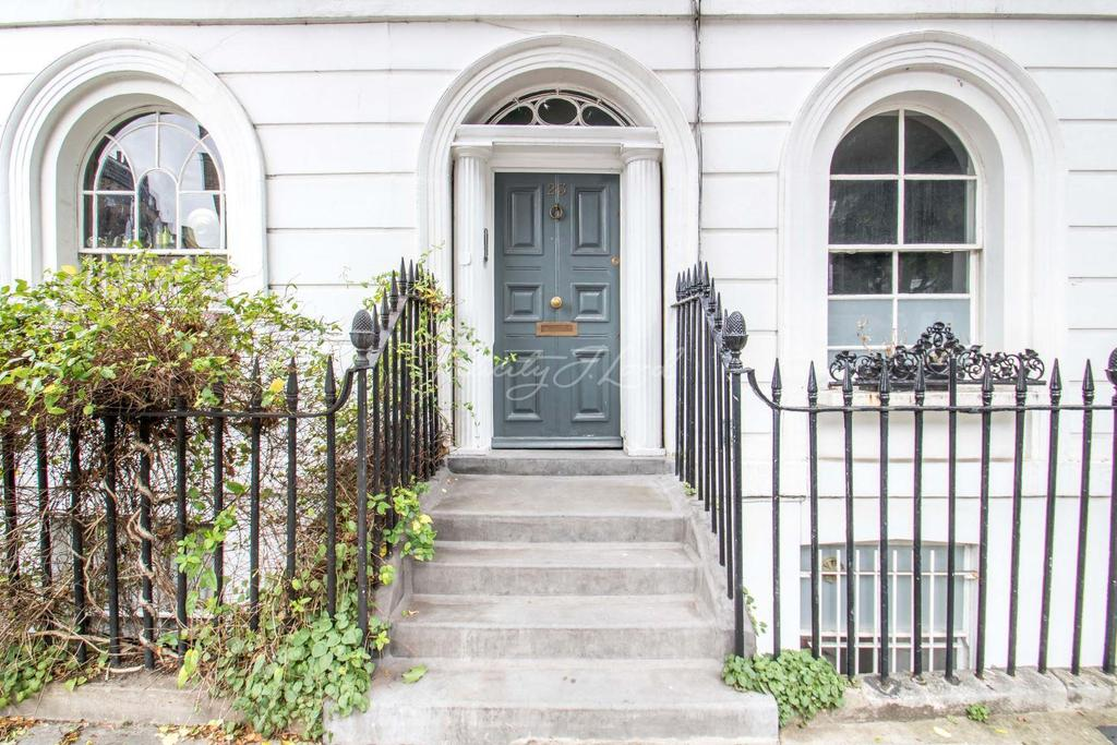 2 Bedrooms Flat for sale in River St, EC1R