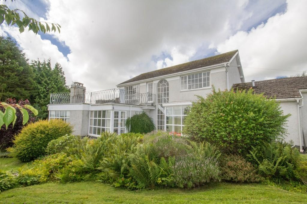 3 Bedrooms Detached House for sale in The Hawthorns, Bardsea, Ulverston