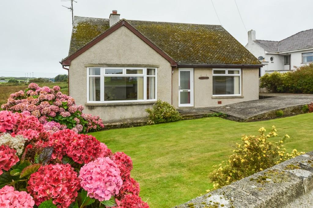 3 Bedrooms Detached Bungalow for sale in Kingsland Road, Holyhead, North Wales