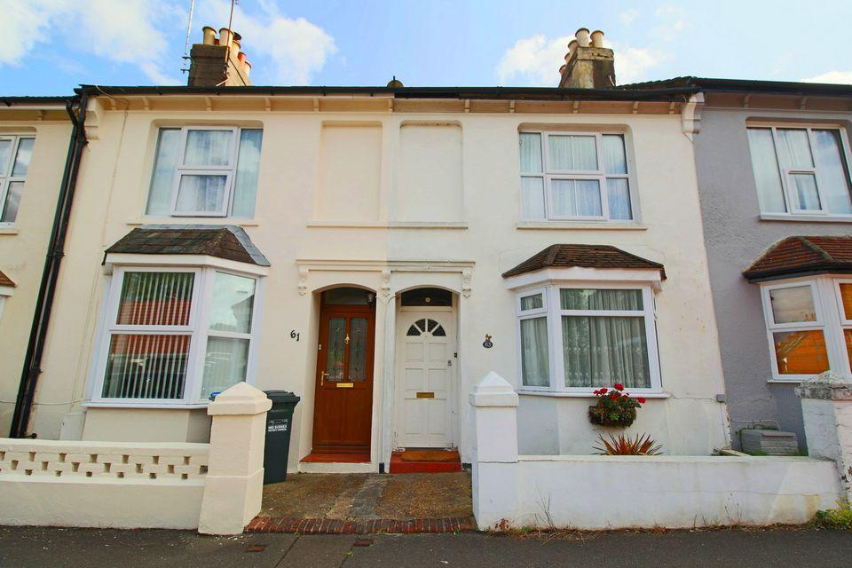 2 Bedrooms Terraced House for sale in Parklands Road, Hassocks.