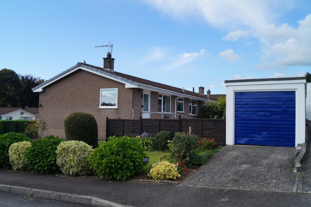 2 Bedrooms Semi Detached Bungalow for sale in Birchwood Close, Tavistock