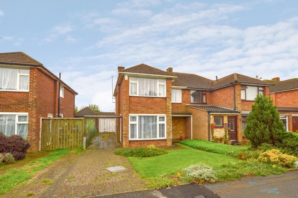 3 Bedrooms Semi Detached House for sale in Forrest Crescent, Luton, Bedfordshire, LU2 9AR