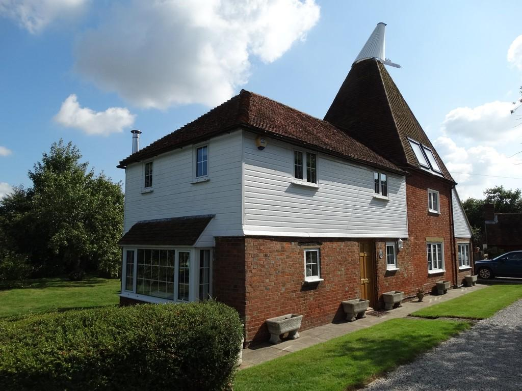 4 Bedrooms House for sale in Staplehurst, Kent